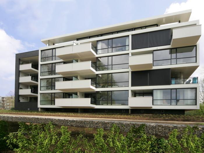 atelier-007-maas-architecten-gerard-ter-hofte-doetinchem-stucwerk-stuukwerk-witte-gevel-appartementen-vrijstaand-glas-zicht-licht-nieuwbouw-