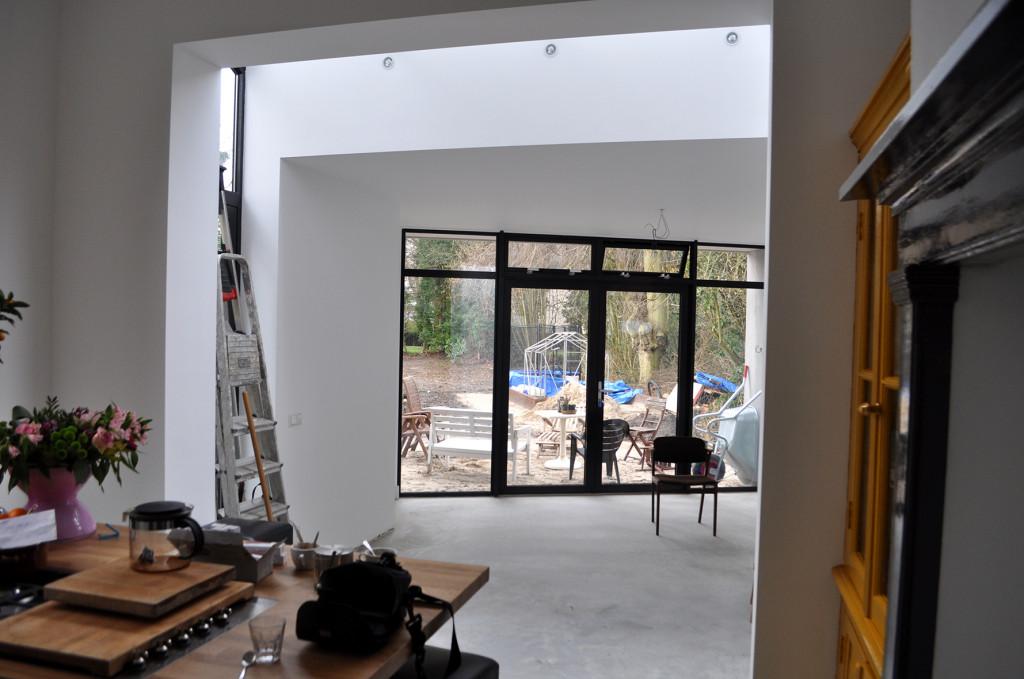Villa verbouwen Apeldoorn gereed-Atelier007-bouwkunde-architectuur-uitbouw-verbouw-vergunning-wit-stucwerk-licht-apeldoorn-zicht-001