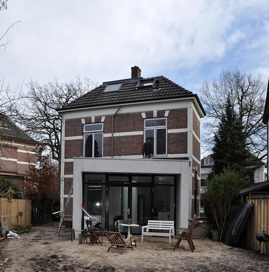 Villa verbouwen Apeldoorn gereed-Atelier007-bouwkunde-architectuur-uitbouw-verbouw-vergunning-wit-stucwerk-licht-apeldoorn-zicht-002